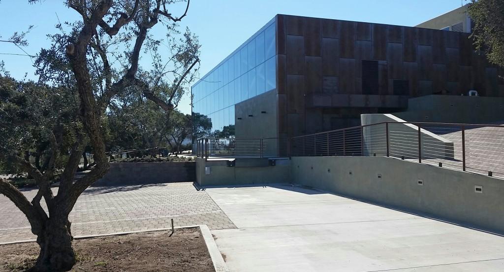 In dieser von xxx designten Halle (der auch schon für Bill Gates und Steve Jobs baute), wird der Wein produziert.