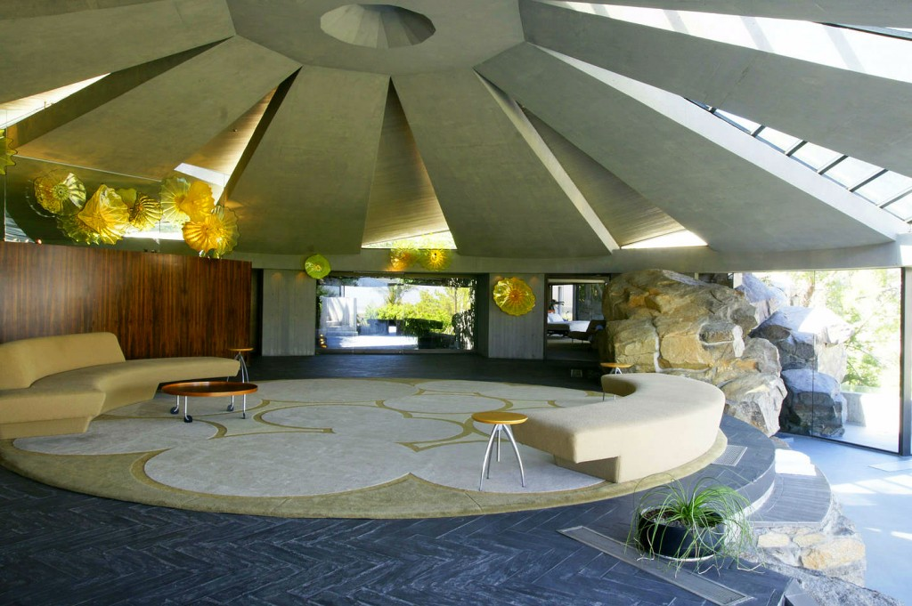 Elrod_House_John_Lautner_Living_area_0614_1