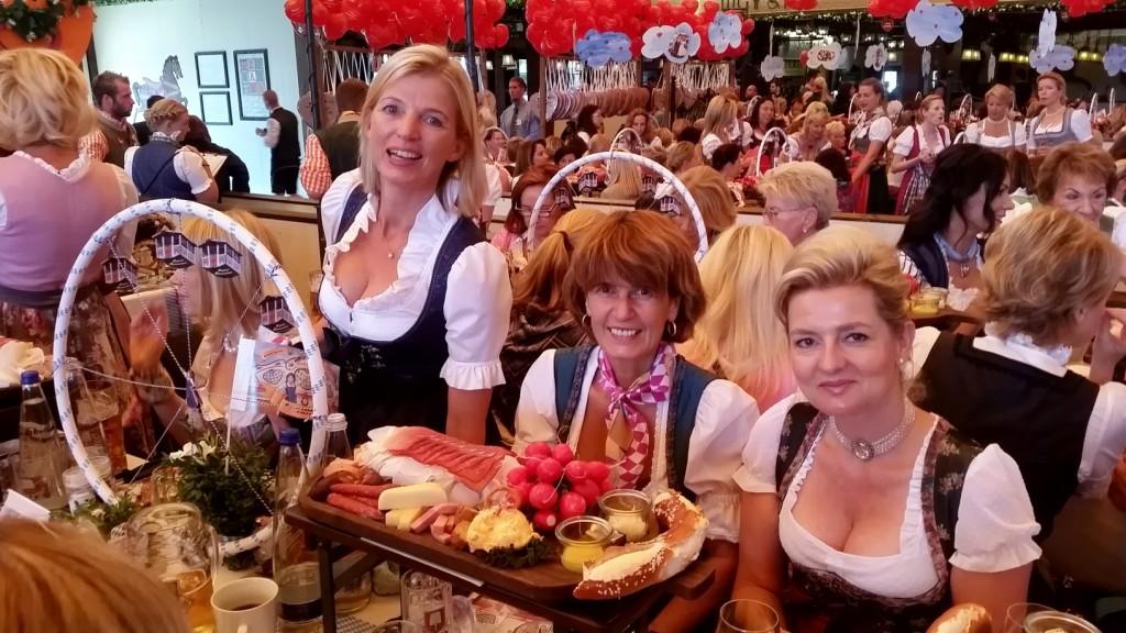 My_Stylery_Damenwiesn2015_Regine_Sixt_Oktoberfest2015 (9)