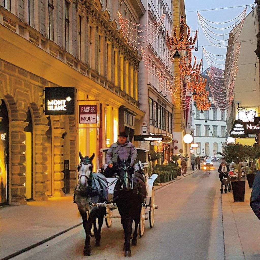 Hello from beautiful Vienna! Happy to be here christmaslights mystyleryhellip