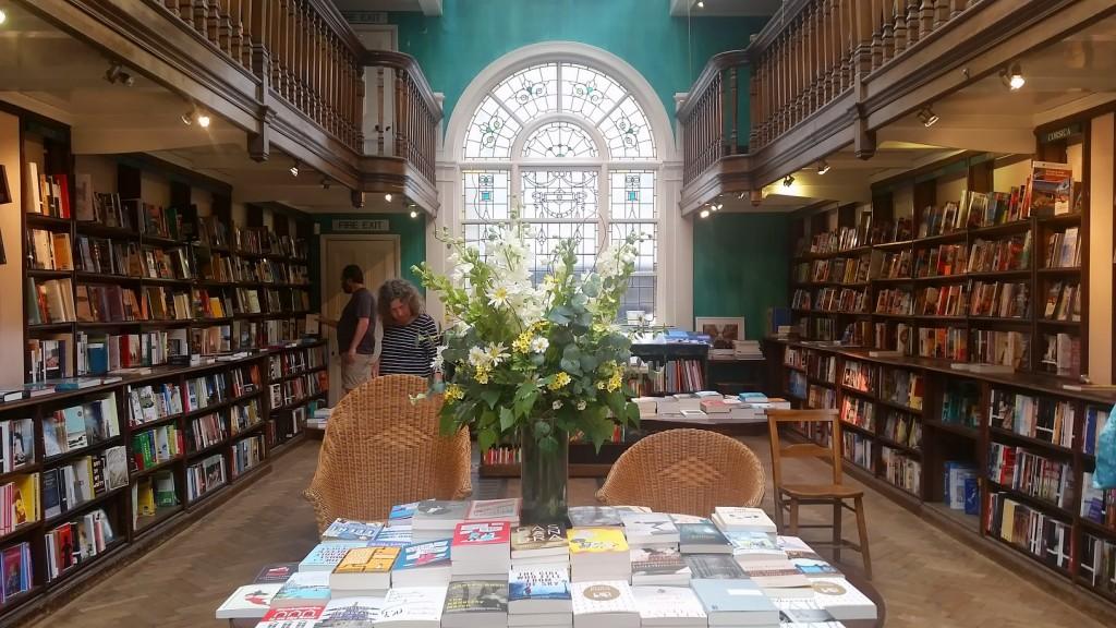 MyStylery_Daunt_Books_London_Trends_ (1)