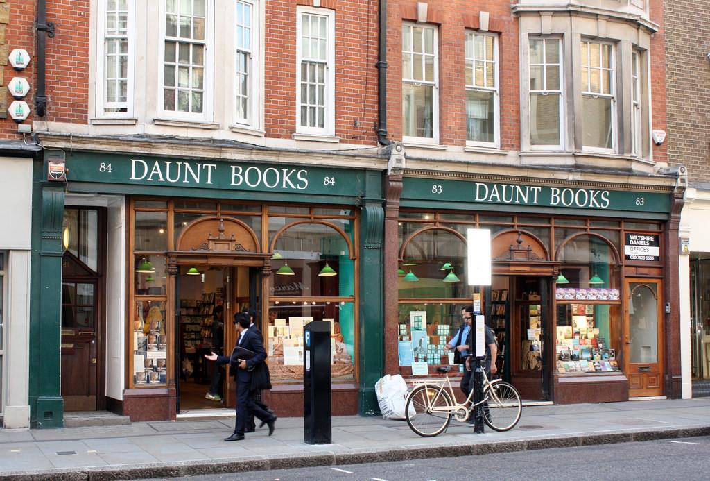 MyStylery_Daunt_Books_London_Trends_ (2)