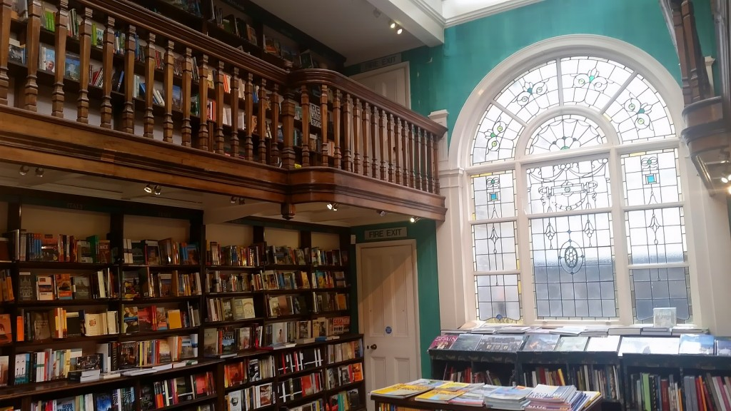 MyStylery_Daunt_Books_London_Trends_ (5)