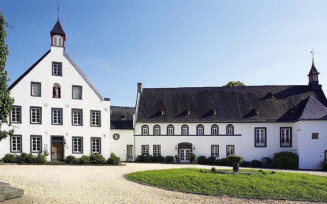 klostergut-besselich-innenhof