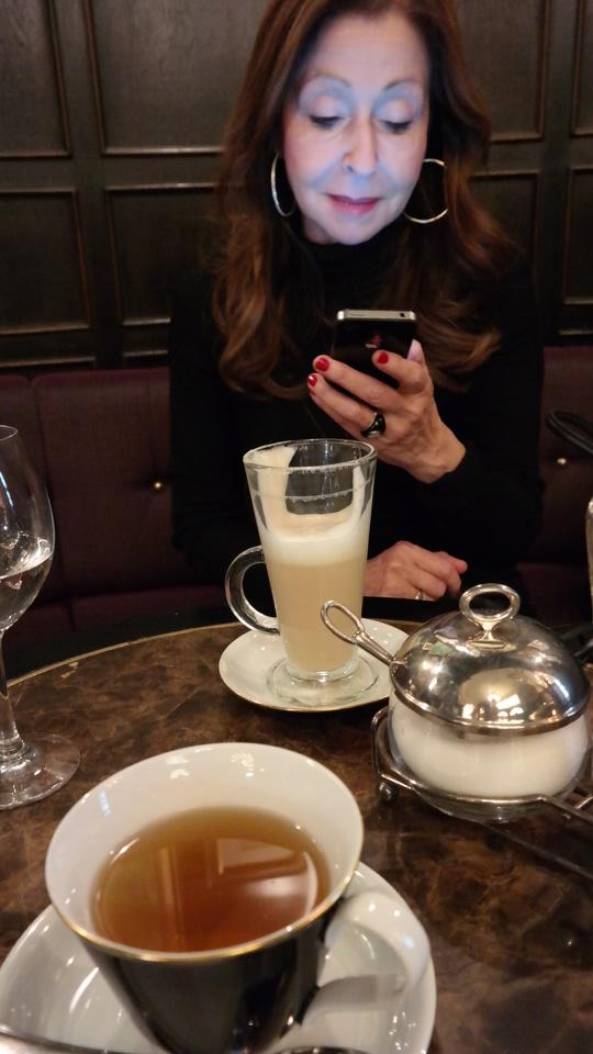 MyStylery_Meet_me_4_Tea_Grosz_Berlin_Vicky Leandros (3)