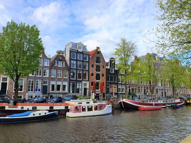 Boote auf Amsterdamer Gracht